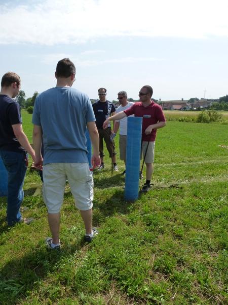 Zu Beginn des Feuerwerk Workshops steht die Einweisung der Teilnehmer, was zu tun ist.