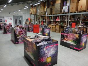 Große Auswahl an Feuerwerkskörpern im Feuerwerksverkauf
